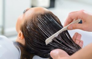 همه چیز دربارهی روش و مزیتهای استفاده از ماسک مو